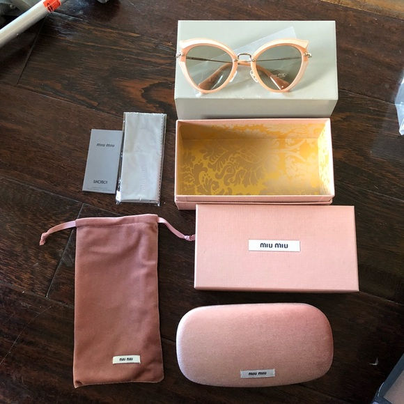 6738e4759542 Miu Miu Sunglasses Case 😎